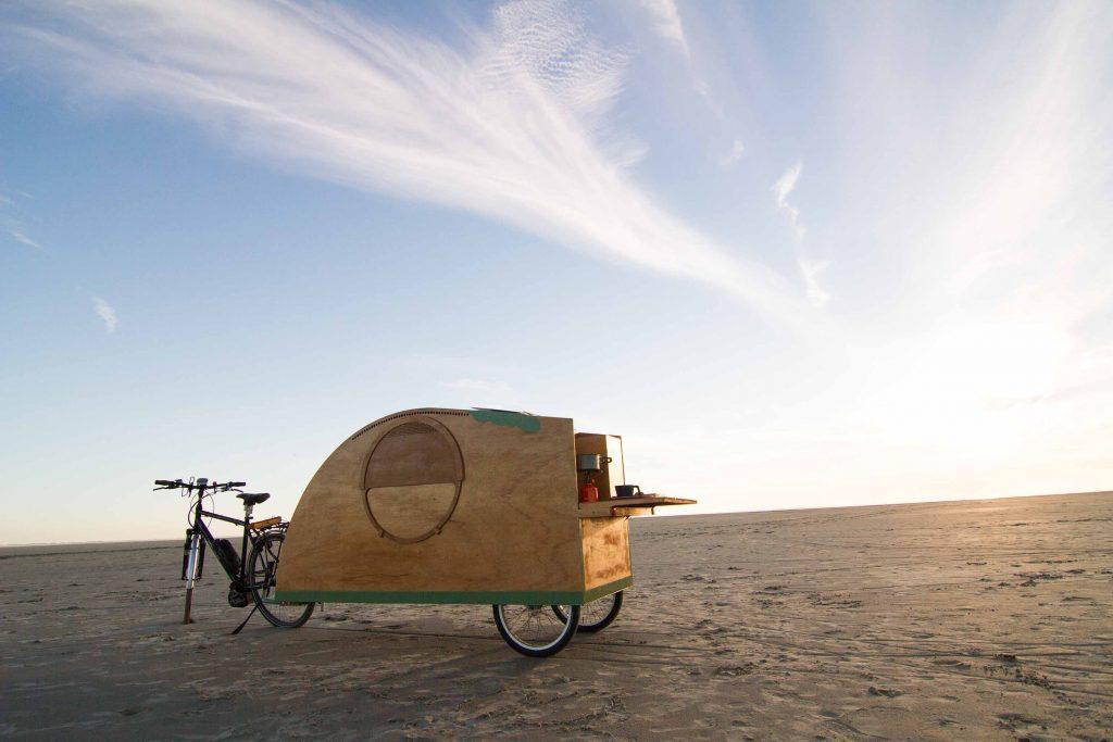 Bicycle caravan, Bicycle camper, Bikeavan, Fietscaravan, Fahrradwohnwagen, Fahrradkarawane, vélo caravane, caravana de bicicletas, 自行车车队,自行車車隊